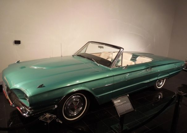 Ford Thunderbird Convertible de 1966 : Film Thelma et Louise