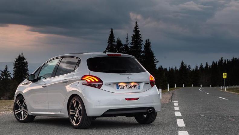 Les feux arrières de la Peugeot 208