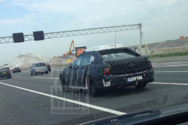 La volvo S90 camouflée pour les essaies sur route