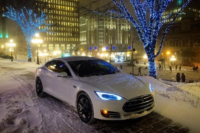 Un Taxi Tesla S au Canada