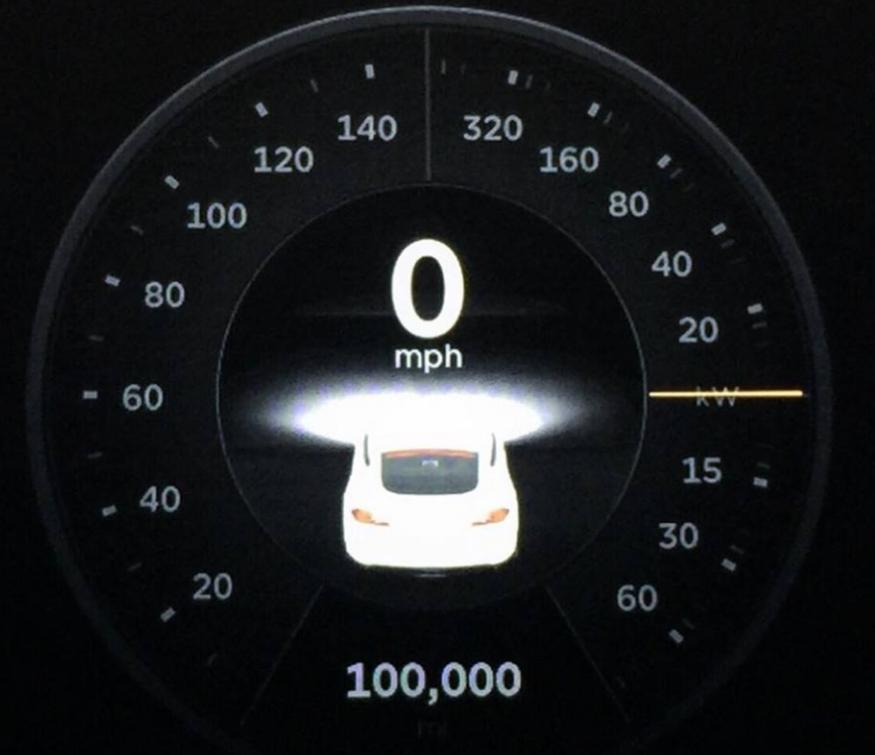 Tesla S et son compteur dépassant les 100 000 miles