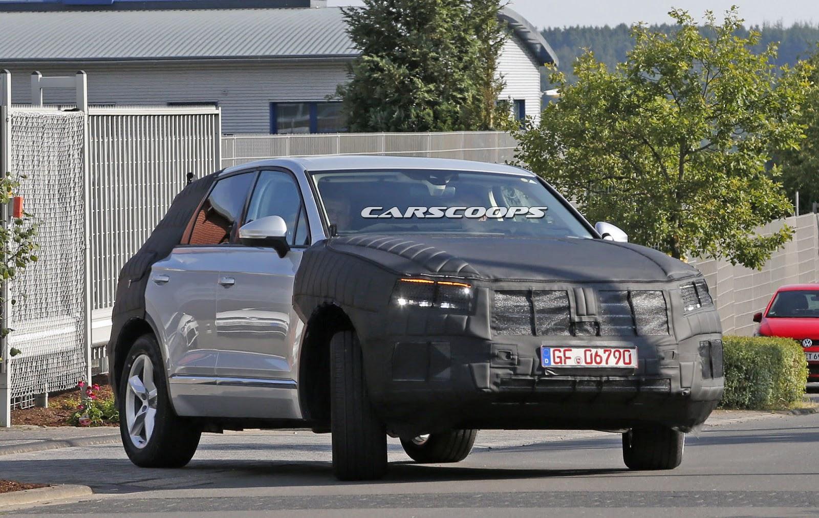 Vue du côté droit du Volkswagen Touareg 2017