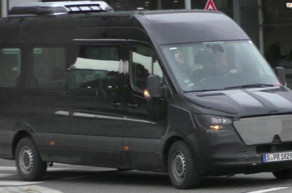 urban etruck mercedes d voile un camion lectrique pour le mondial 2016 de l 39 automobile. Black Bedroom Furniture Sets. Home Design Ideas