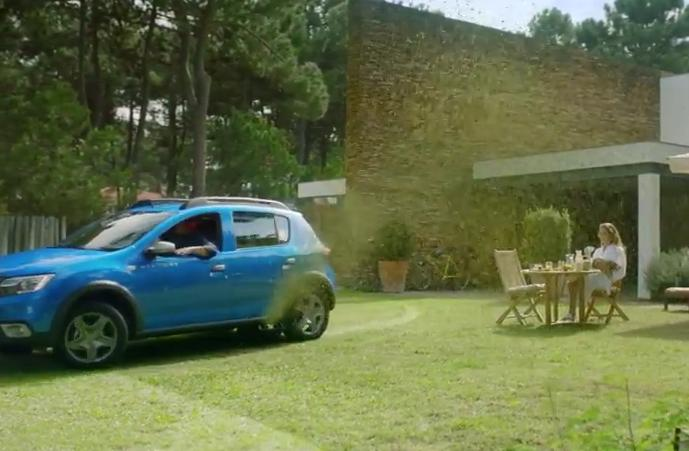 nouvelle sandero 2017 dacia lance une campagne de publicit jouant la carte de l 39 humour. Black Bedroom Furniture Sets. Home Design Ideas